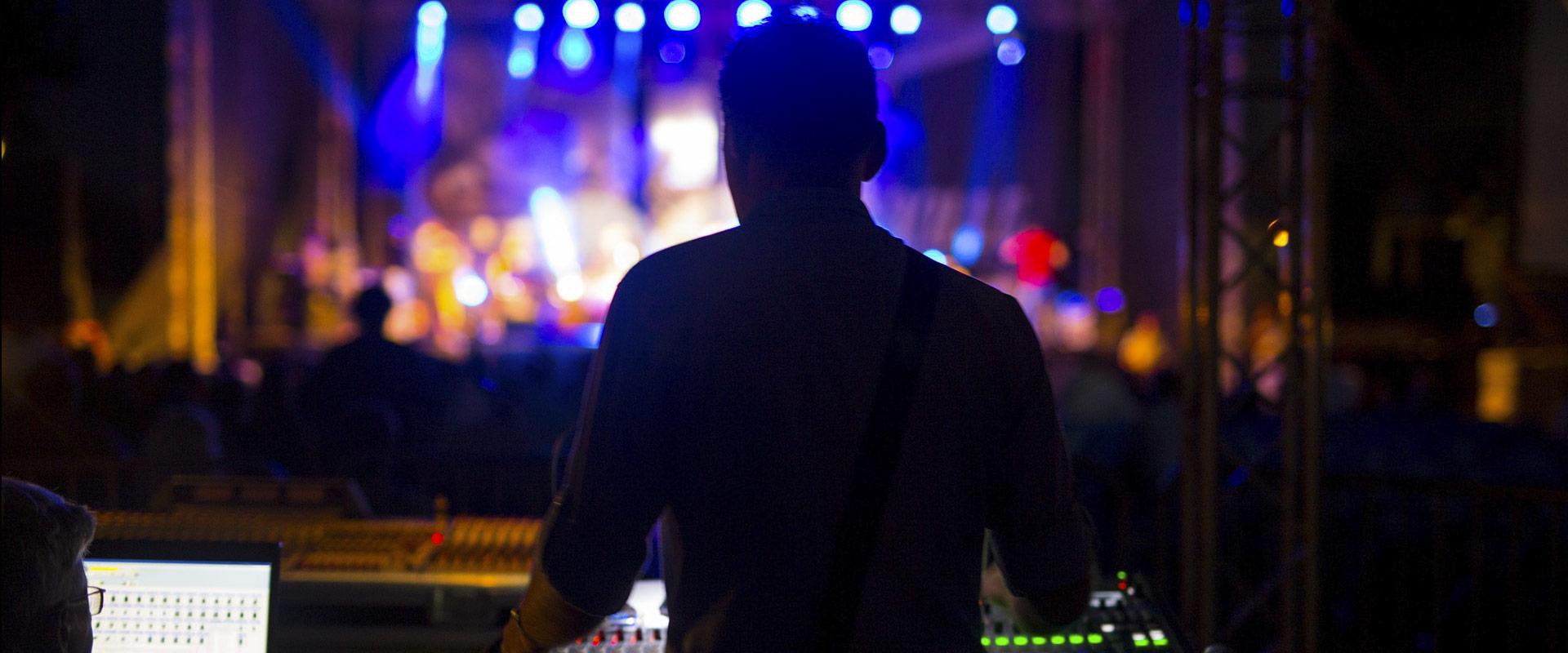 to-become-music-logo-jazz-manouche-stochelo-rosenberg-julien-cattiaux-costel-nitescu-noe-reinhardt-rocky-gresset-django-concert-visu-technicien-photo-2